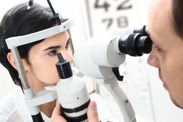 Visitas regulares ao oftalmologista são decisivas para saúde ocular